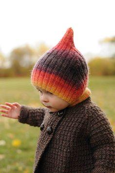 Striped Elf Hat by Anna Daku #freeknittingpattern