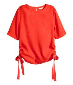 Red. CONSCIOUS. Blouse in airy, woven fabric made from a Tencel® lyocell blend. Opening at back of neck with button. Short sleeves and drawstrings at sides.