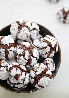 Chocolate crinkle cookies (Snow caps)