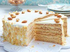 Unser beliebtes Rezept für Buttercreme-Torte mit gebrannten Mandeln und mehr als 55.000 weitere kostenlose Rezepte auf LECKER.de.