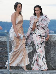 Princess Stéphanie and her daughter Pauline Ducruet arriving for the wedding dinner. Andrea Casiraghi, Charlotte Casiraghi, Grace Kelly, Patricia Kelly, Beatrice Borromeo, Wedding Dinner, Chic Wedding, Party Looks, Paulina Ducruet