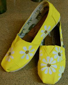 Toms shoes Hand painted daisy flowers by conchetts on Etsy