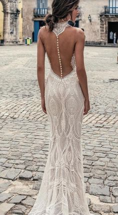 White wedding dress. All brides dream about finding the most suitable wedding, but for this they require the perfect wedding outfit, with the bridesmaid's dresses actually complimenting the wedding brides dress. The following are a few ideas on wedding dresses. #weddingideas