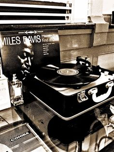 Music - New York Barbershop, Rotterdam  Listening to Miles Davis always inspires me.  #LBloveslife