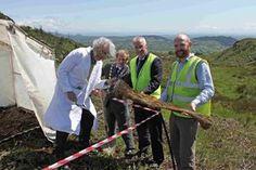Council call on Von Merkel to investigate suspected 'Dragon Footprints' Hill Walking, Footprints, Geology, Investigations, Dragon, Fun, Study, Dragons, Mountaineering
