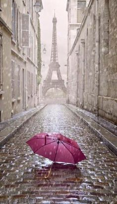 Two most beautiful things together~ Rain and Eiffel Tower #Paris#Rain#loveisintheair