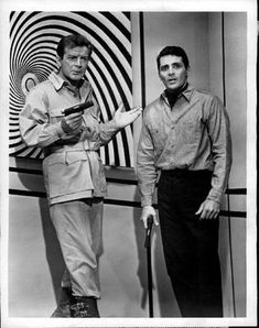ROGERS PHOTO ARCHIVE 1965 David Hedison - Actor Bottom of the Sea Press Photo Photo Description You are bidding on an original press photo from 1965 featuring OP ART is used to endanger the lives of . The Time Tunnel, Richard Basehart, Irwin Allen, Sci Fi Tv, Classic Sci Fi, Facial Expressions, Press Photo, Photo Archive, S Star