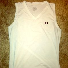 Under Armout Tee size small Under Armour workout tank. Women's size small. Under Armour Tops