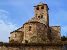 sLa iglesia de Sant Vicenç es de estilo románico y se encuentra ubicada en la localidad de Espinelves, provincia de Gerona. Aparece citada por primera en el año 943an-vicent-de-espinevels-