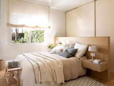 00477579 O. Un cabecero a modo de murete Bedroom Bed Design, Master Bedroom, Made To Measure Furniture, Bedroom Decorating Tips, Headboards For Beds, Apartment Interior, Ideal Home, Home Remodeling, Home Furniture