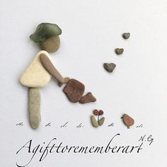 Pebble art by Neshat Ghaffari por AgifttorememberArt Sea Glass Crafts, Sea Crafts, Sea Glass Art, Nature Crafts, Stone Pictures Pebble Art, Stone Art, Beach Rock Art, Pebble Art Family, Rock Sculpture