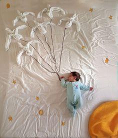 Amazing baby photoshoot ideas at home - diy - abc of parenting post pregnan Foto Newborn, Baby Boy Newborn, Baby Images, Baby Pictures, Newborn Baby Photography, Newborn Photos, Baby Monat Für Monat, Book Bebe, Bebe Love
