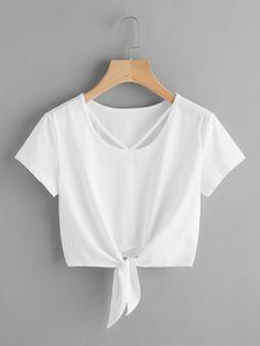 Camiseta corta con nudo en la parte delantera