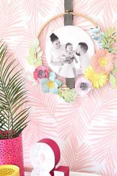 Paper Embroidery DIY Embroidery Hoop Wreath Photo Frame - fun and trendy photo frame - home decor DIY - paper flowers - Frame Wreath, Diy Wreath, Paper Flowers Diy, Diy Paper, Flower Diy, Flower Crafts, New Crafts, Summer Crafts, Embroidery Hoop Art