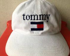 Vintage 90er TOMMY Hilfiger großes Logo von CaptClothingVintage