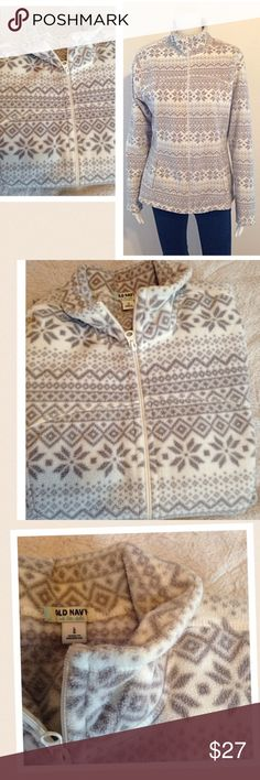 2-HOUR-SALE‼️❤️ Coat‼️❗️old NavyFleece ❤️ Old Navy printed fleece women's size large white and gray full zip front super comfy and cute spring summer fall winter stain free soft comfortable fleece. Gray and white. Long sleeve Feel free to ask questions great for spring summer parties beach road trips shopping night out vacation traveling cruises after work attire girly Old Navy Sweaters