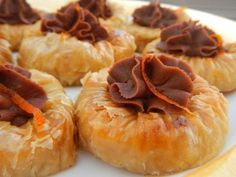 Greek Sweets, Greek Desserts, Greek Recipes, Fun Desserts, Sweets Recipes, Snack Recipes, Cooking Recipes, Greek Cake, Greek Pastries