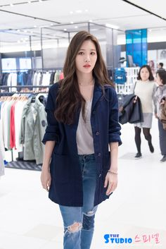 Designer Clothes, Shoes & Bags for Women Korean Girl Fashion, Korean Fashion Trends, Korean Street Fashion, Ulzzang Fashion, Korea Fashion, Look Fashion, Fashion Outfits, Korean Outfit Street Styles, Korean Casual Outfits