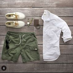 Summer is fleeting which means it's perfect sworts weather. Awesome green grid from my man @thepacman82. Our Hough Wallet in Dark Steel is one of the most unique leather tans I've seen in awhile and pairs well with greens and browns. #thepacman82 #starkmade #jstarkhough #green #sworts #taylorstitch #vans #timex #jcrew #toddsnyder #caputoandco #rayban #mensfashion #mensfashionpost #menwithstyle #grid