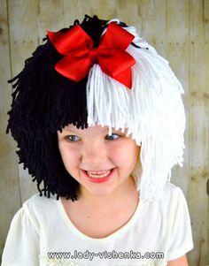 The costume for a little girl - Cruella Halloween