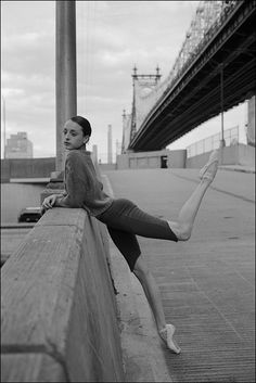 Find images and videos about ballet and ballerina on We Heart It - the app to get lost in what you love. Ballet Images, Ballet Photos, Dance Photos, Dance Pictures, Poses, Ballerina Project, Ballerina Art, Fitness Motivation, Ballet Photography