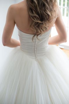 all those buttons! Love this Vera Wang wedding dress