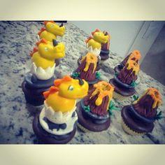 Cupcakes dinossauros e vulcões!!!
