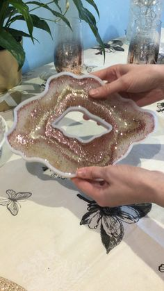 Most recent Photo Clay Crafts videos Concepts Perfect size for a place mat and why not use our geode coaster moulds for matching resin coasters # Epoxy Resin Art, Diy Resin Art, Diy Resin Crafts, Craft Stick Crafts, Diy Crafts For Kids, Crafts To Sell, Diy Art, Diy Epoxy, Fun Crafts