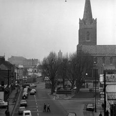 Clanbrassil Street approaching St Patrick's Cathedral, 1974. The junction ahead, with Dean Street on left and Kevin Street on the right was famously known as 'The Four Corner of Hell'. The old public convenience is still there. (via Dublin City Libraries Collection)