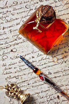 """""""Écrire, c'est se cacher derrière les mots tout en se mettant à nu."""" - [Claudine Paquet]"""