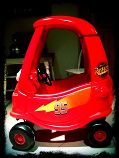 Pimp my Cozy Coupe. Pimped my son's cozy coupe for his birthday a la Lightning McQueen. Very nice! We can tell these are cool parents! Disney Cars Party, Disney Cars Birthday, Cars Birthday Parties, 3rd Birthday, Lightning Mcqueen Party, Lightening Mcqueen, Little Tikes, Toys For Boys, Kids Toys