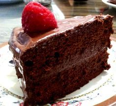 Receita de bolo chiffon de chocolate fácil. Esse bolo é muito fácil de preparar e é muito gostoso. Confira!