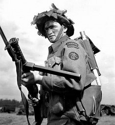 20 July Able Seaman Armand Therien, Royal Canadian Navy Beach Commando, Party, on Juno Beach Sector, Normandy. He is holding a Enfield Lanchester SMG (which was a direct copy of the. Canadian Soldiers, Canadian Army, British Soldier, British Army, Military Photos, Military History, Commonwealth, British Commandos, Royal Canadian Navy