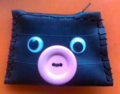 recycled inner tube.Wallet by Sylvia Hennebo for karmavida.org