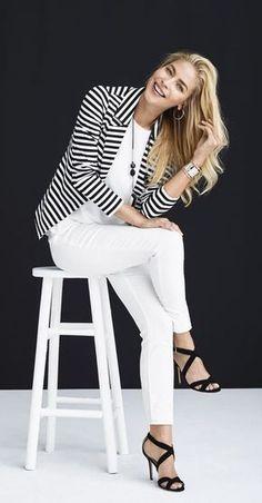 ¿Sabían que el blazer de rayas blanco y negro es un clásico de la moda? Al principio, pensaba que podía verme algo anticuada, incómoda o insegura.