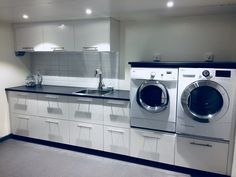 Laundry Area, Laundry Room Design, Modern Laundry Rooms, Laundry Room Inspiration, Interior And Exterior, Kitchen Remodel, Building A House, Home Appliances, Storage