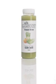 Simply Green is een vezelrijke sap die door zijn hoge calcium gehalte enorm goed is voor spieren, botten en tanden. De 5 hoofd-ingrediënten zijn aangevuld met pittige gember en frisse peterselie. Samen met de Romaine-sla als seizoensingrediënt is het een frisse sap met een warm gevoel.