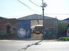 www.procasa.cl Irarrázaval Propiedades Suc Ñuñoa, Galpón Nuevo de 350 mts construido, altura de hombro aprox., 5 mts, en 500 mts de terreno, oficina con Baño y aparte baño para trabajadores, entrada con portón metálico, está hecho para camiones con acoplado o rampla, sector semi industrial, no dejar de visitar!!!!Cecilia Fuentes al 98283904/22744950. Código 51547