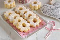 I Canestrelli sono dei biscotti molto speciali, friabili e delicati. Si sciolgono in bocca. Una ricetta facile e veloce. Italian Cookie Recipes, Italian Cookies, Biscotti Cookies, Yummy Cookies, Sweets Cake, Cupcake Cakes, Pie Dessert, Dessert Recipes, Goody Recipe