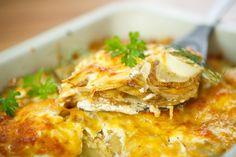 Le lasagne di patate con besciamella e formaggi sono un piatto ricco di sapori e di sfumature che faranno impazzire i vostri ospiti. Ecco la ricetta