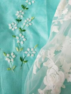 Latest Embroidery Designs, Saree Embroidery Design, Hand Embroidery Patterns Flowers, Hand Work Embroidery, Embroidery On Clothes, Embroidery Flowers Pattern, Simple Embroidery, Beaded Embroidery, Embroidery Suits