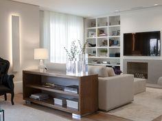 Ambientes aconchegantes com integração da área social. Veja: http://www.casadevalentina.com.br/projetos/detalhes/ampliando-a-convivencia-602 #decor #decoracao #interior #design #casa #home #house #idea #ideia #detalhes #details #style #estilo #cozy #aconchego #conforto #casadevalentina #livingroom #saladeestar