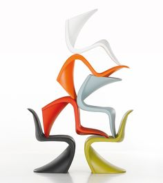 Reinvent your interior décor or outdoor scheme with the instantly recognisable silhouette of the Panton Chair.Designed by Verner Panton in the Panton Chair was developed in collaboration with prestigious manufacturer Vitra, who still produces Vitra Design, Chair Design, Furniture Design, Bedroom Furniture, Library Furniture, Space Furniture, Kitchen Furniture, Panton Chair, Vitra Chair
