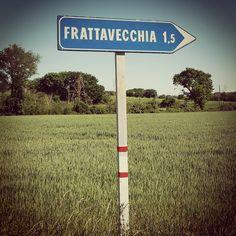Direzione Frattavecchia #castiglionedellago #roadsigns #segnali #strade #italia #italy #roads #n2l #umbria #umbriagram #umbrians #trasimenolake by ernestoefranco
