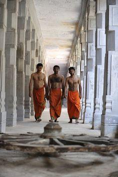 Rameshwaram Ramalingeshwara Pilgrims © Tom Carter India Travel Photos by India Photography, via Flickr