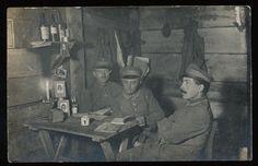 Foto-AK - Soldaten in Feldgrau Fuhrpark Kolonne 2 im Unterstand - 1.WK