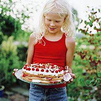 p35210367, Zum Kaffee , Ausgelassenheit, Einzeln, Geburtstag, Gottesdienst, Kuchen, Menschen, Staunen, Weiblich
