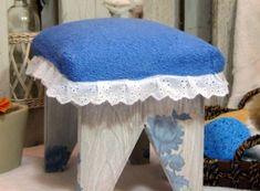 Reciclar toallas: Un consejo que te damos para reciclar toallas es que las recortes y hagas de ella un tapete para baño. http://www.casablanqueria.com/bano/reciclar-toallas/