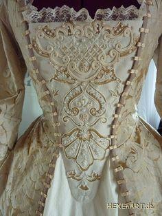 Elizabeth Swann costume, Pirates Of The Caribbean, details stomacher / Elizabeth Swann, Kostüm, Stecker, Detailansicht der handgefertigten Stickerei
