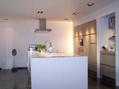 Een verlaagd plafond met inbouwspots voor extra licht en uitstraling | Hoe - Waar